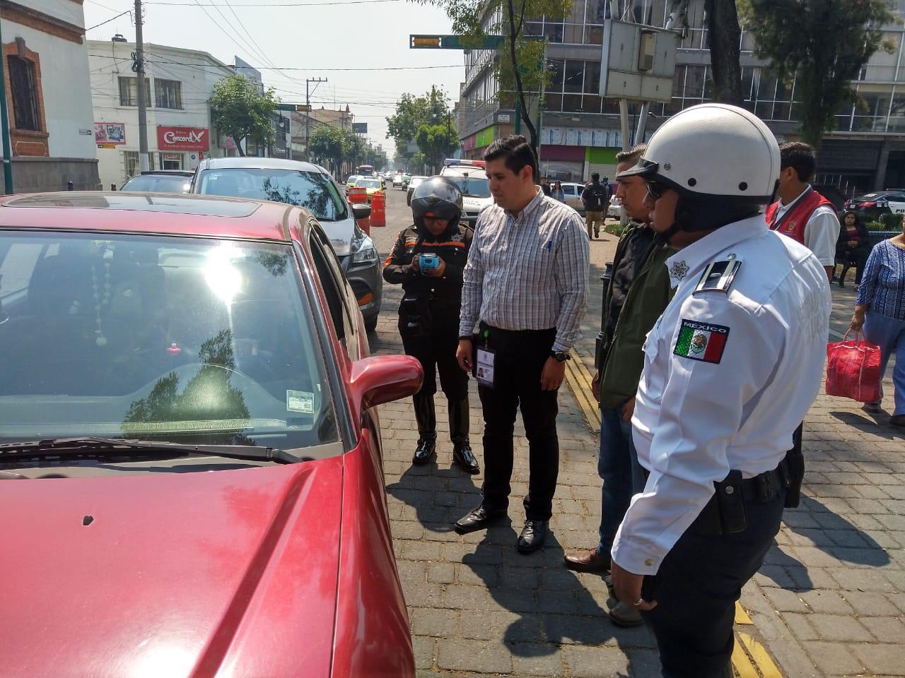 Operativo de verificación en vehículos automotores en Toluca