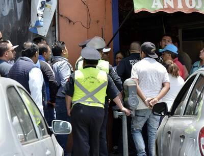 Ambulantes agreden a policías durante operativo en el centro de Toluca