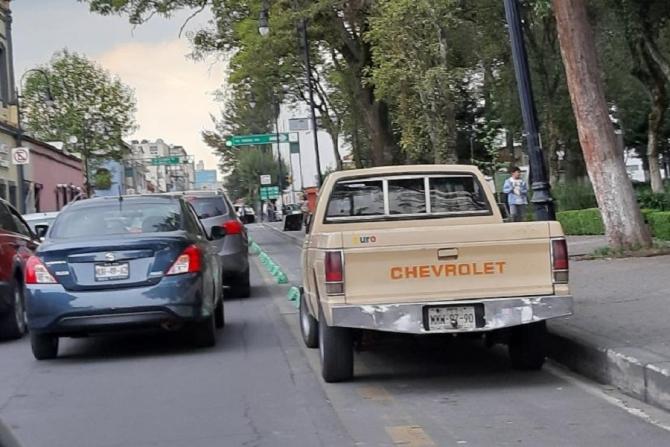 Ciclovías son utilizadas como estacionamiento en Toluca