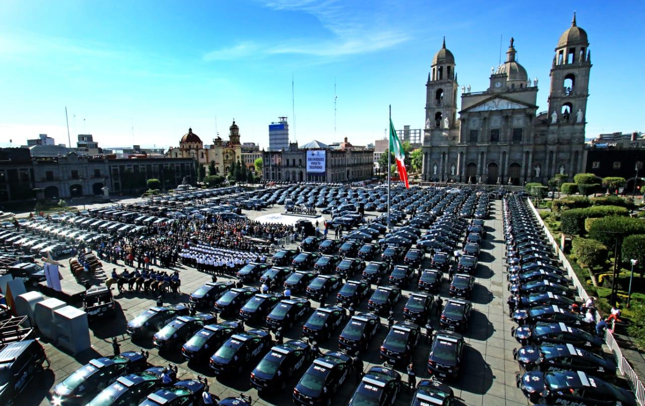 Alcalde de Toluca entrega 500 patrullas nuevas