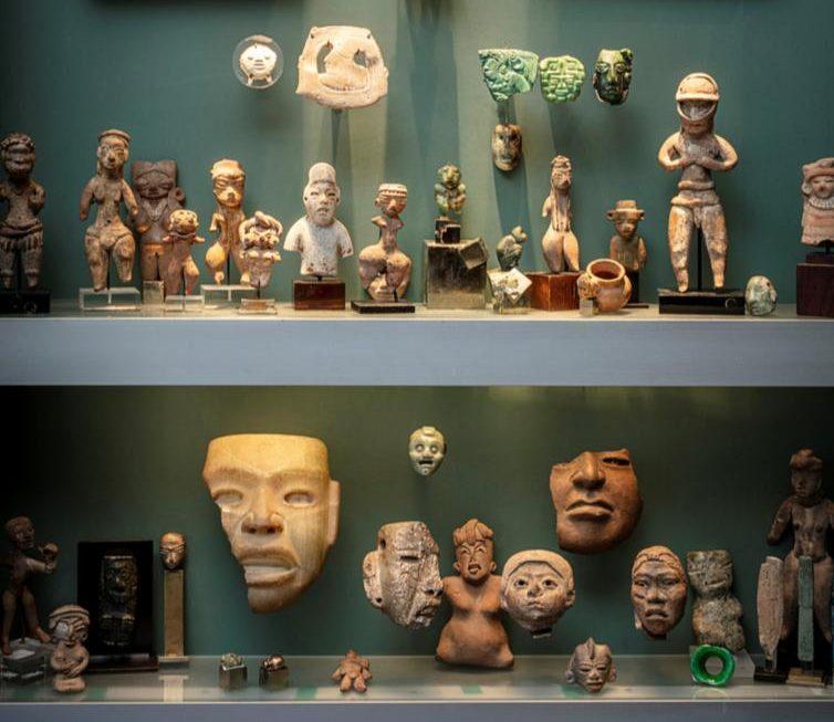 Subastan 120 piezas prehispánicas de México en París, Francia