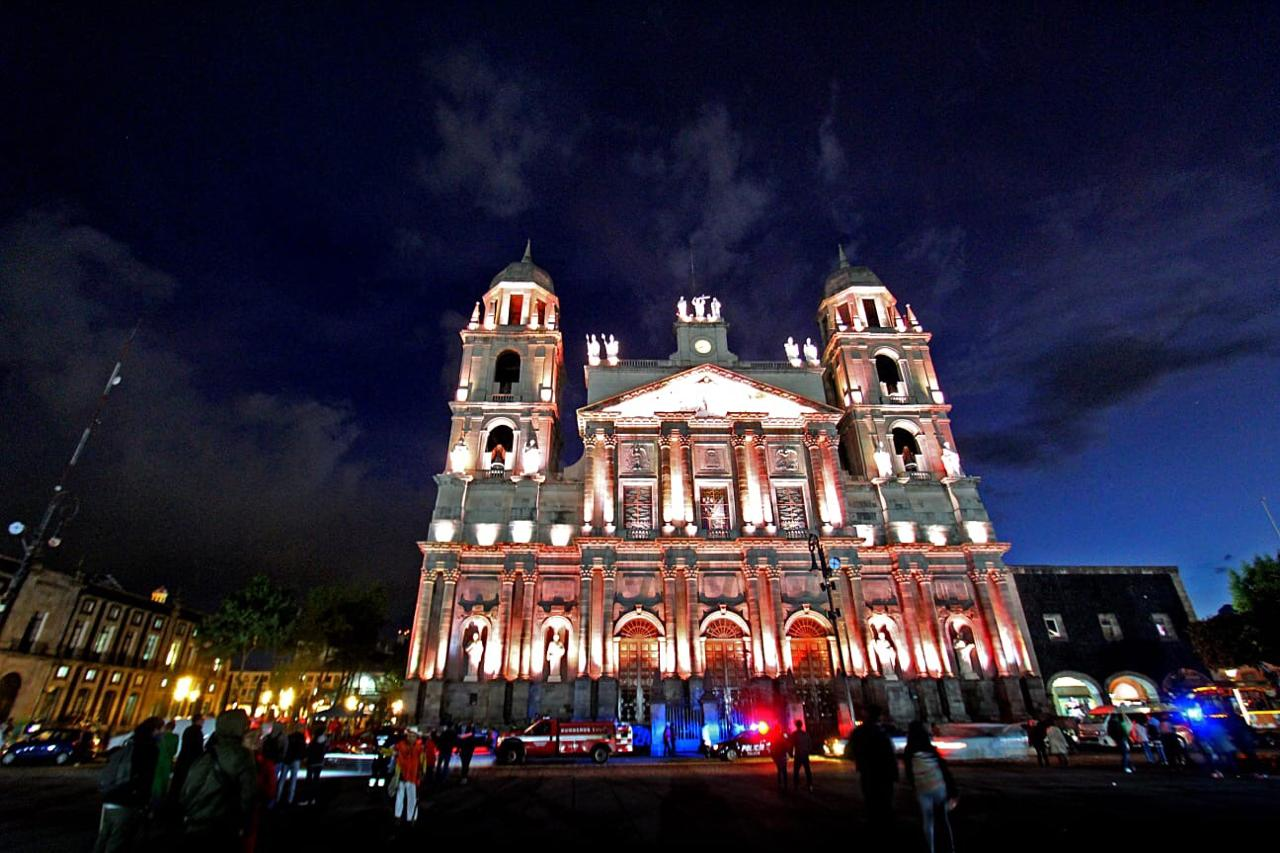 Espectáculo de luces en Catedral de Toluca