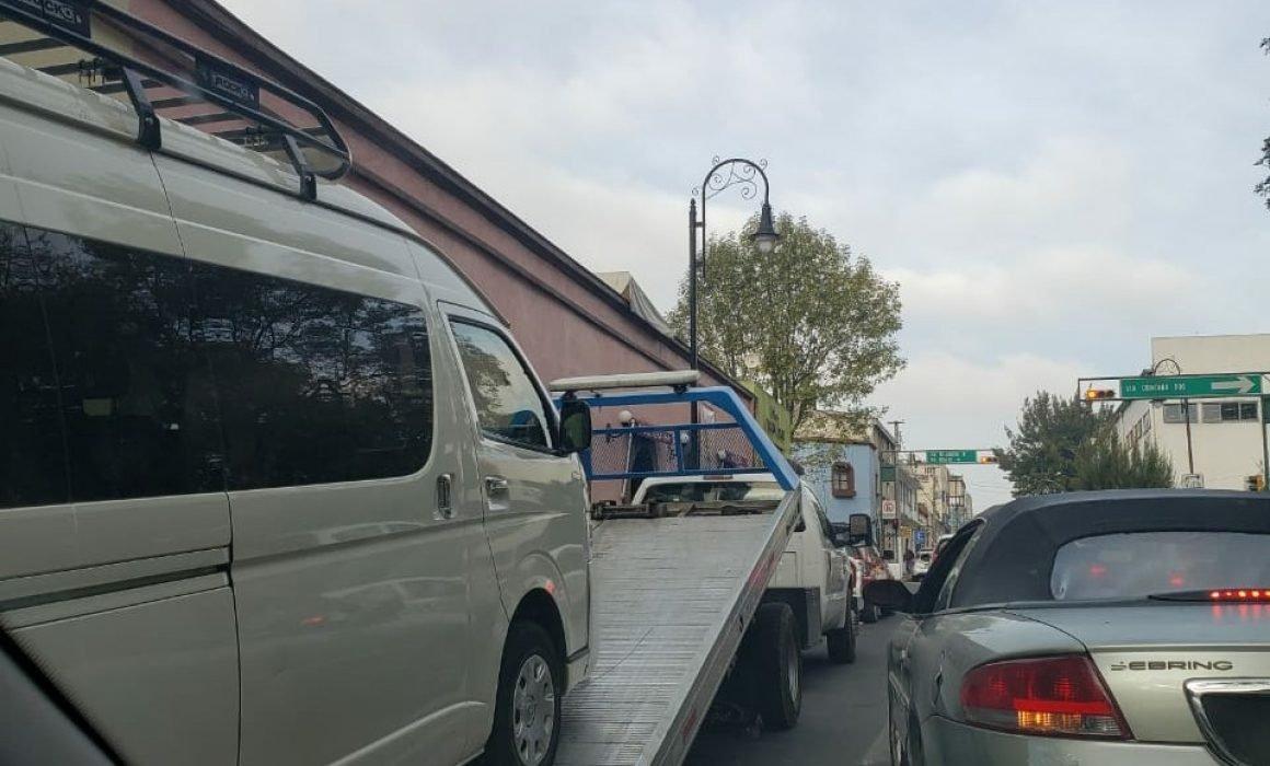 Arrancan operativos para quitar automóviles estacionados en lugares prohibidos de Toluca