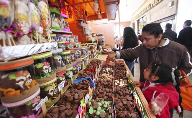 Toluca invita a los asistentes de la Feria del Alfeñique a llevar recipientes o bolsas ecológicas