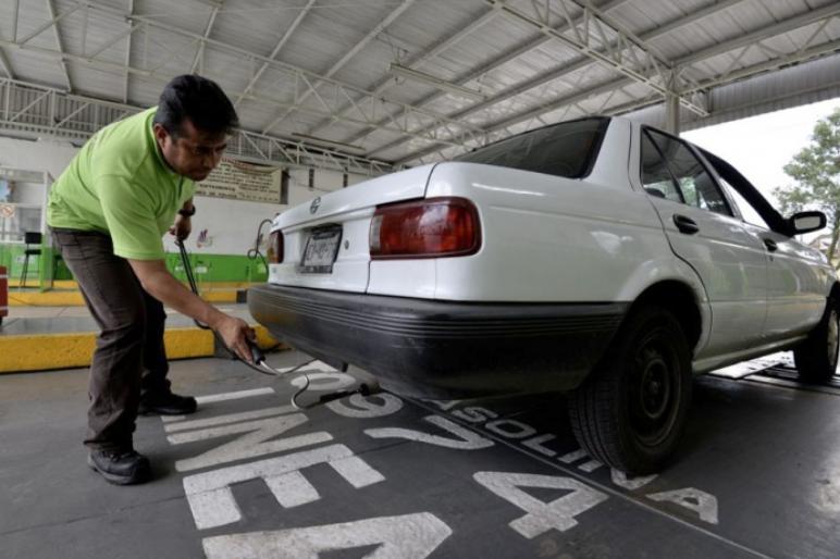 Autos de municipios deben verificar