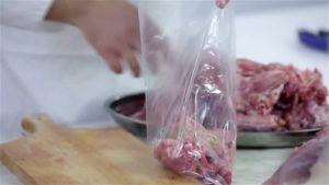 Carne en bolsa plástica