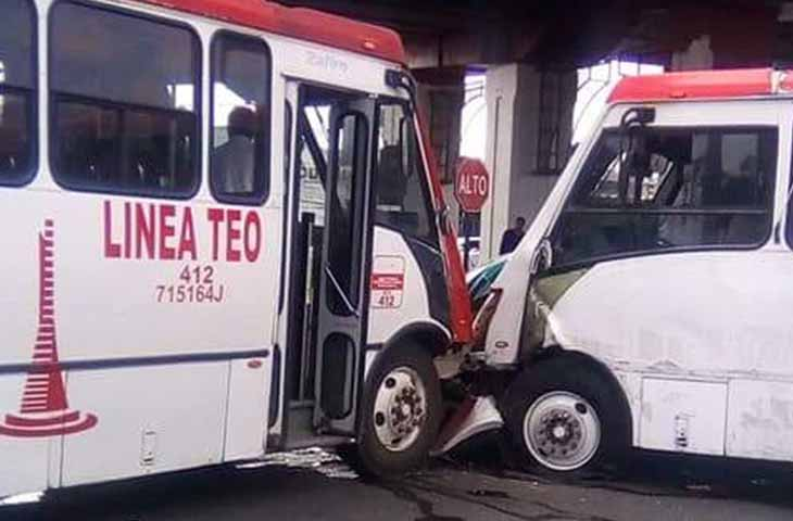 Choque de autobuses deja nueve lesionados en Toluca