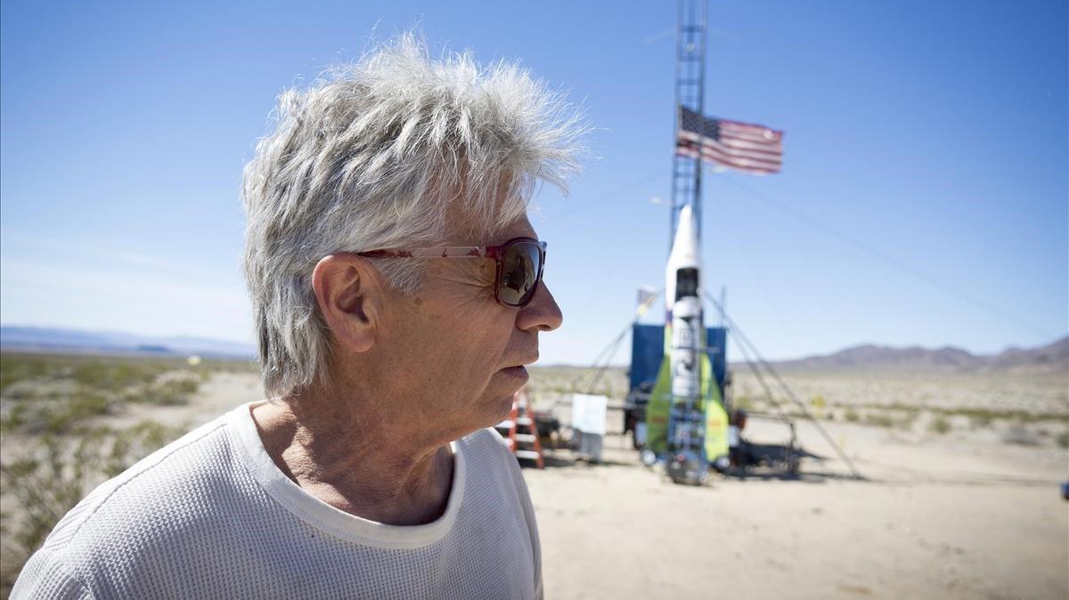 Hombre muere al estrellarse en cohete casero al intentar probar que la Tierra es plana