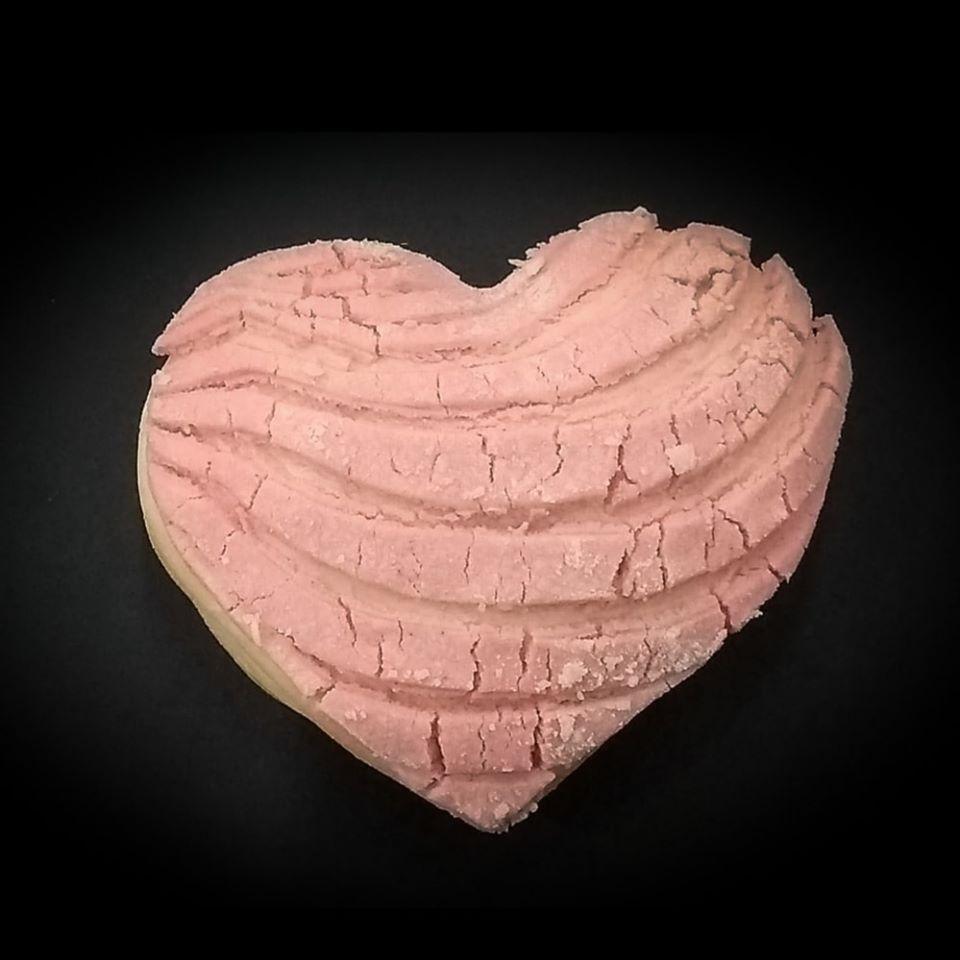 pan concha en forma de corazon