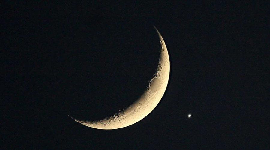 Ya se puede observar el «beso celestial» entre la Luna y Venus