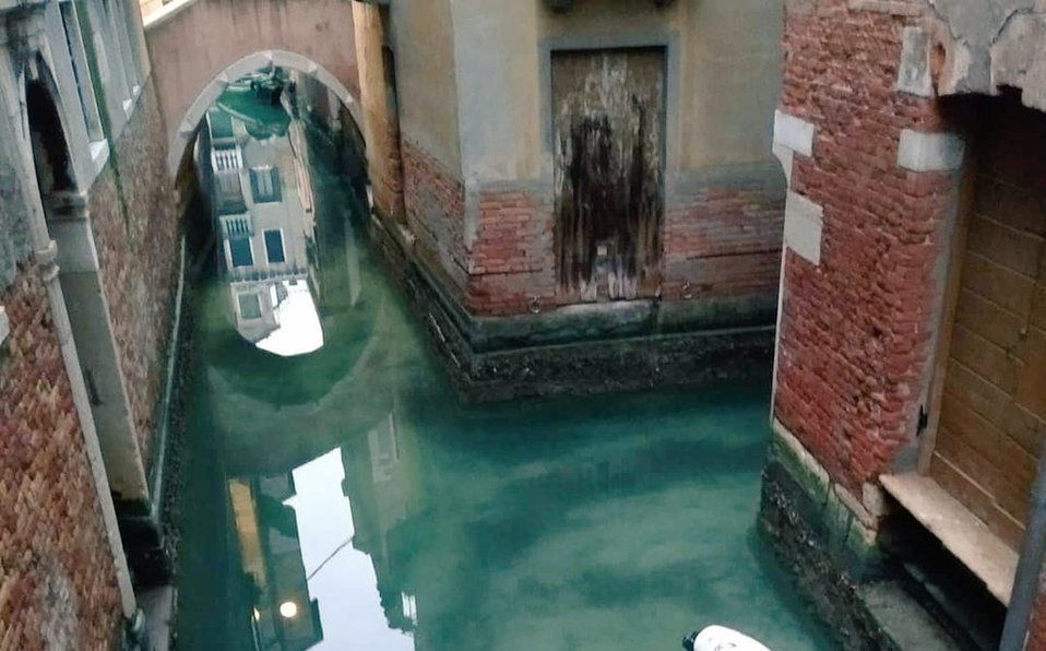 Cuarentena por Covid-19 limpia los canales de Venecia