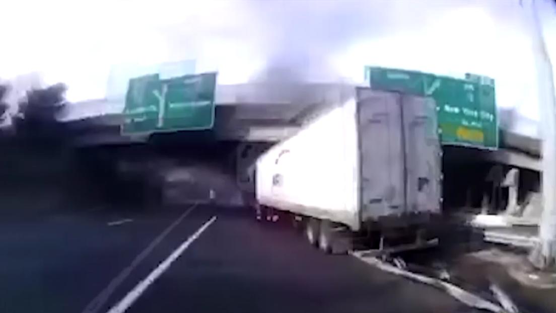 VIDEO Policías rescatan a chofer instantes antes de que explote su unidad