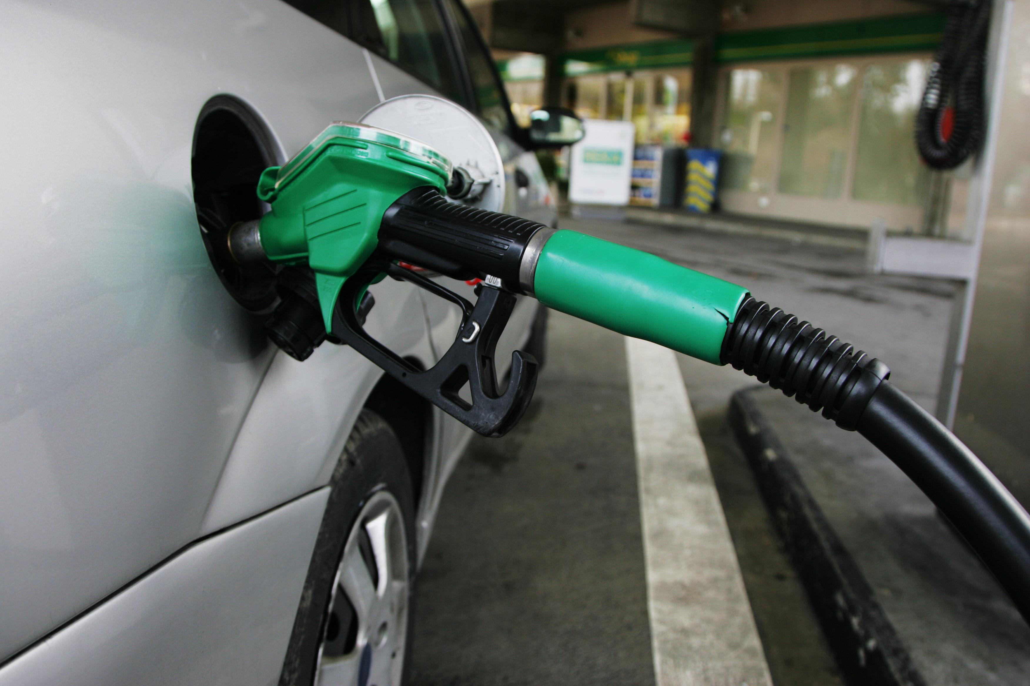 ¿Qué día de la semana sale la gasolina más barata?