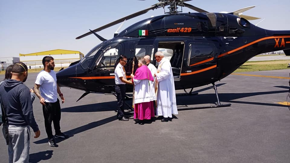 recorrido del Arzobispo de Toluca en helicóptero