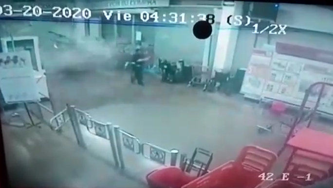 Siete sujetos entran a robar tienda y atropellan a personal de intendencia en EdoMéx