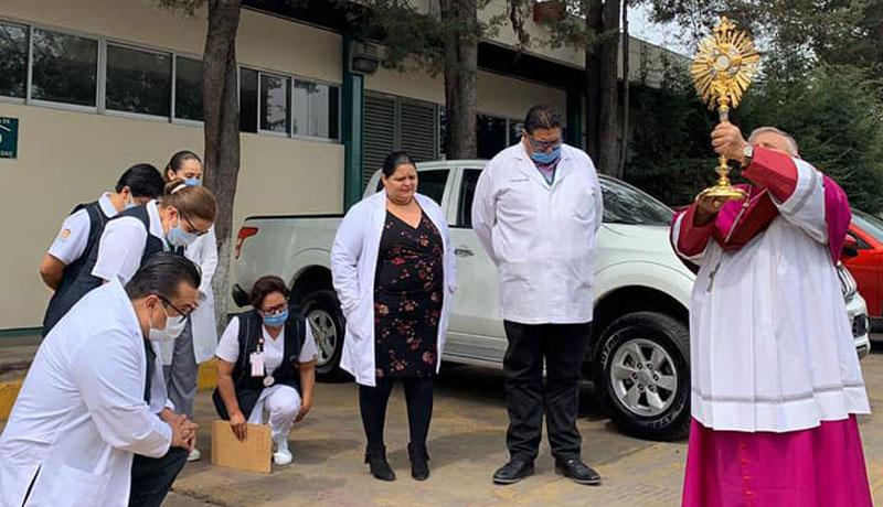 Arzobispo bendice hospitales de Toluca por COVID-19