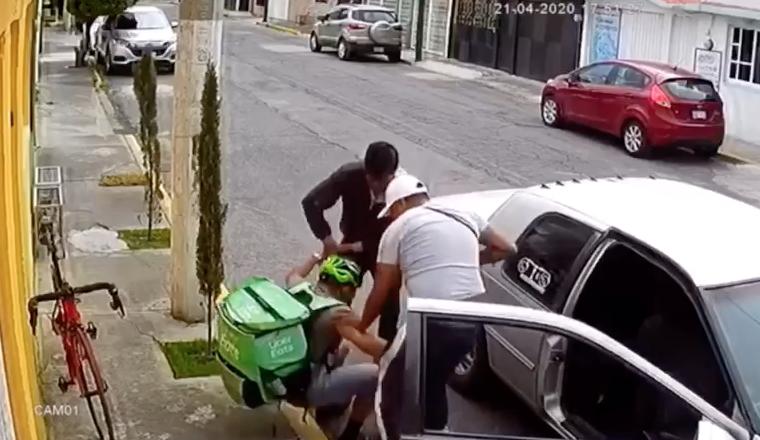 Asaltan a repartidor de Uber Eats en Toluca