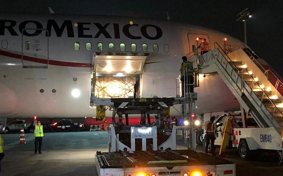 Cuarto avión con insumos médicos aterriza en México