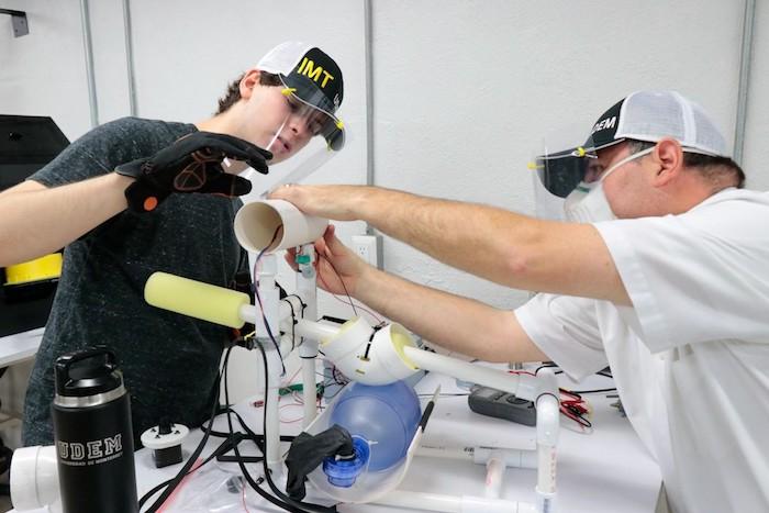 Estudiantes mexicanos crean respirador casero para pacientes con Covid-19