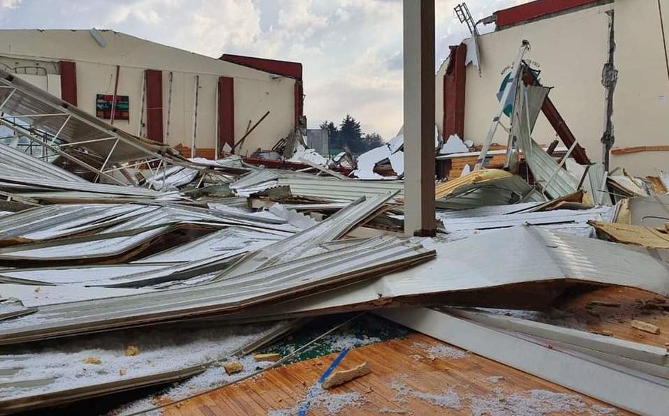 Fuerte granizada en Toluca provoca derrumbe de un gimnasio