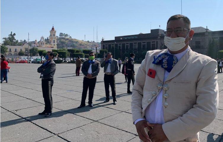 Mariachis se manifiesta en el centro de Toluca