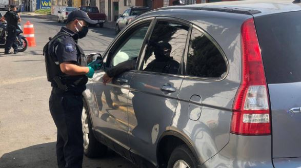 Policía de Toluca exhorta a la poblacion a quedarse en casa