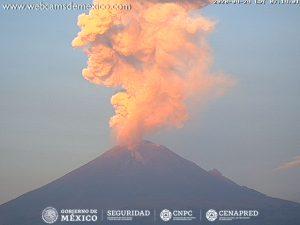 Popocatépetl registra explosión al amanecer