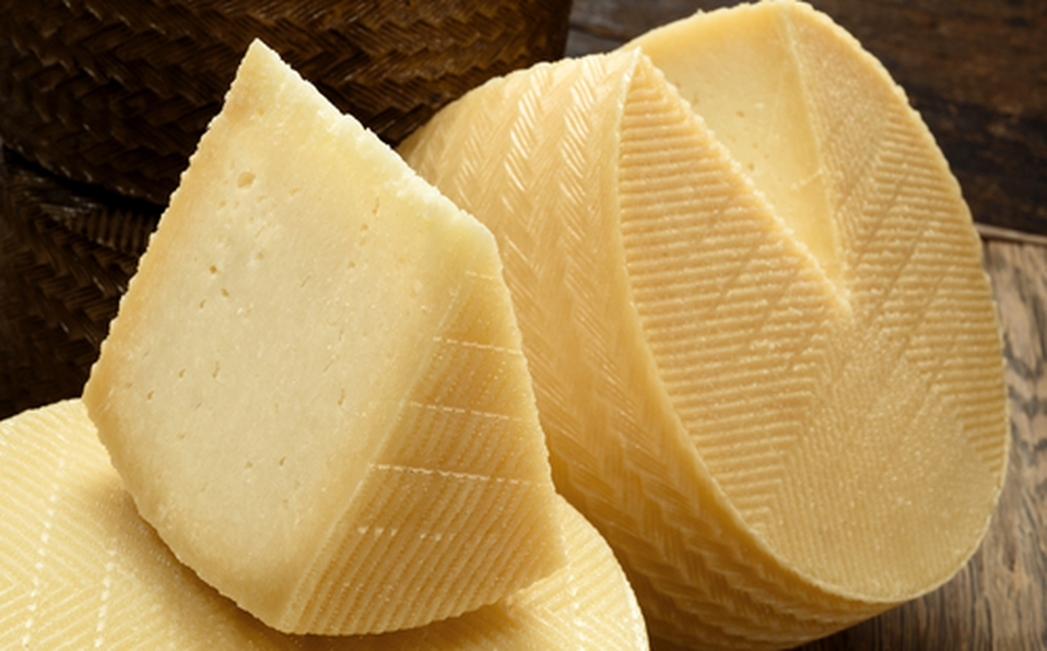 Profeco advierte sobre marcas de queso manchego engañosas