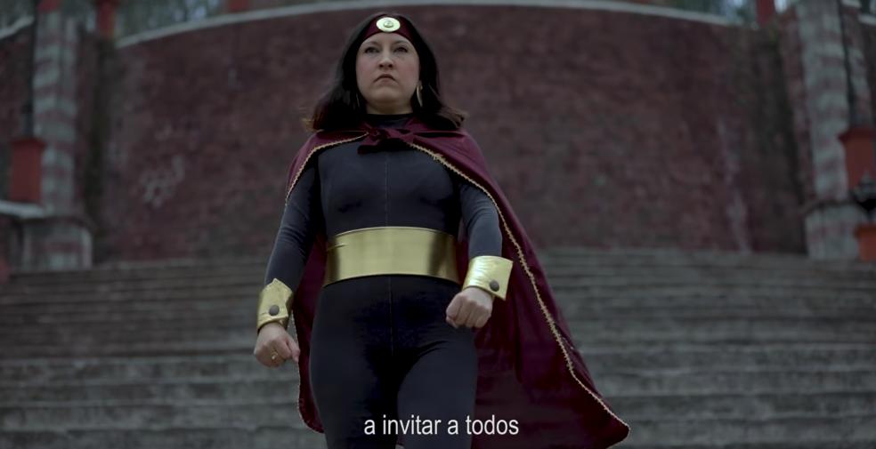Susana Distancia en escalinatas del Pueblo Mágico de Metepec