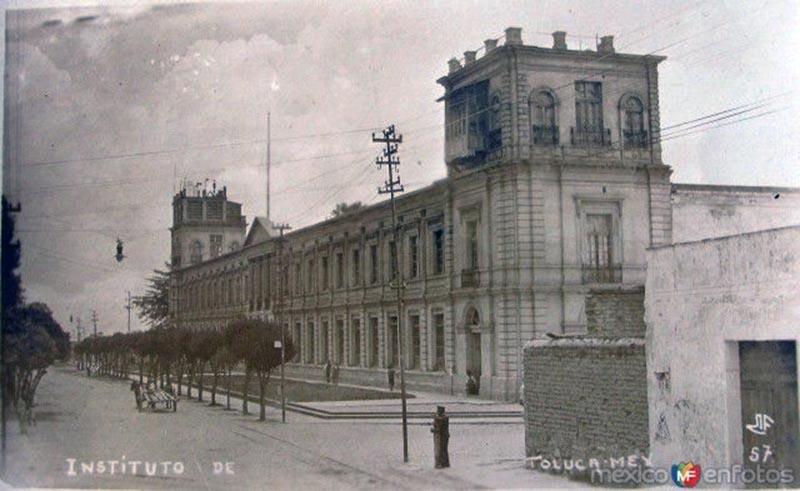 UAEMéx y su gran edificio de Rectoria.