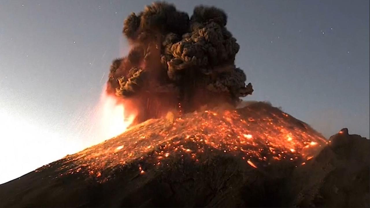 VIDEO    Popocatépetl hace erupción