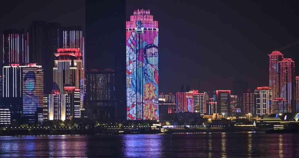 Wuhan celebra fin de la cuarentena con espectáculo de luces