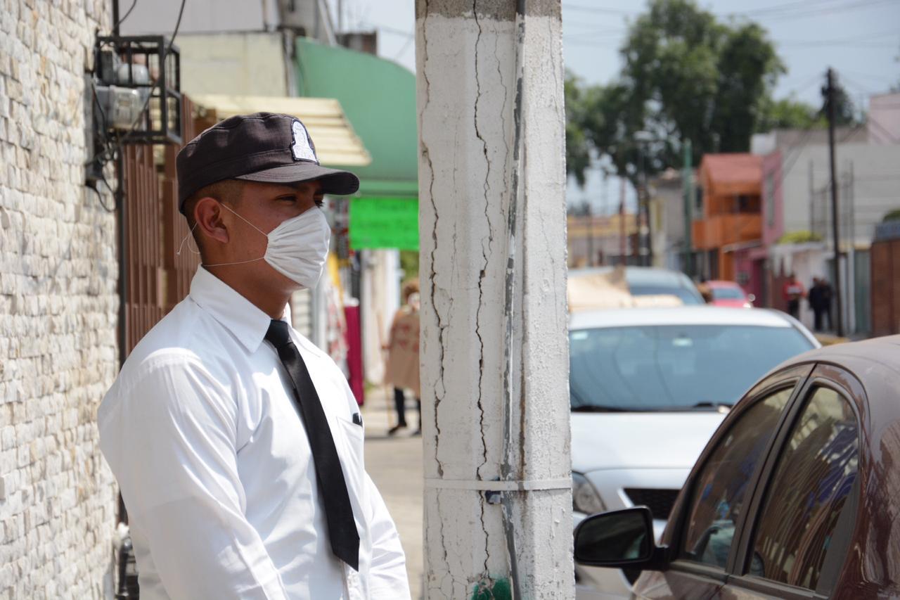 Cadete de la Policía de Toluca con medidas de seguridad e higiene