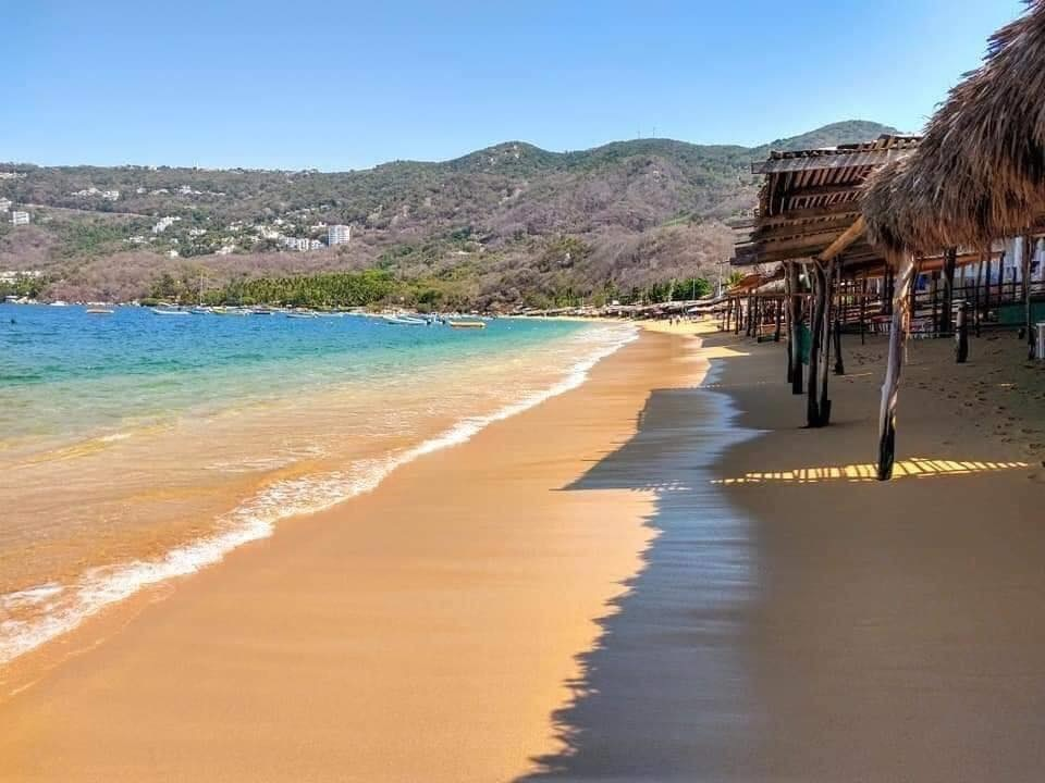 Solicitan a turistas reprogramar viajes a Acapulco por alza de casos COVID-19