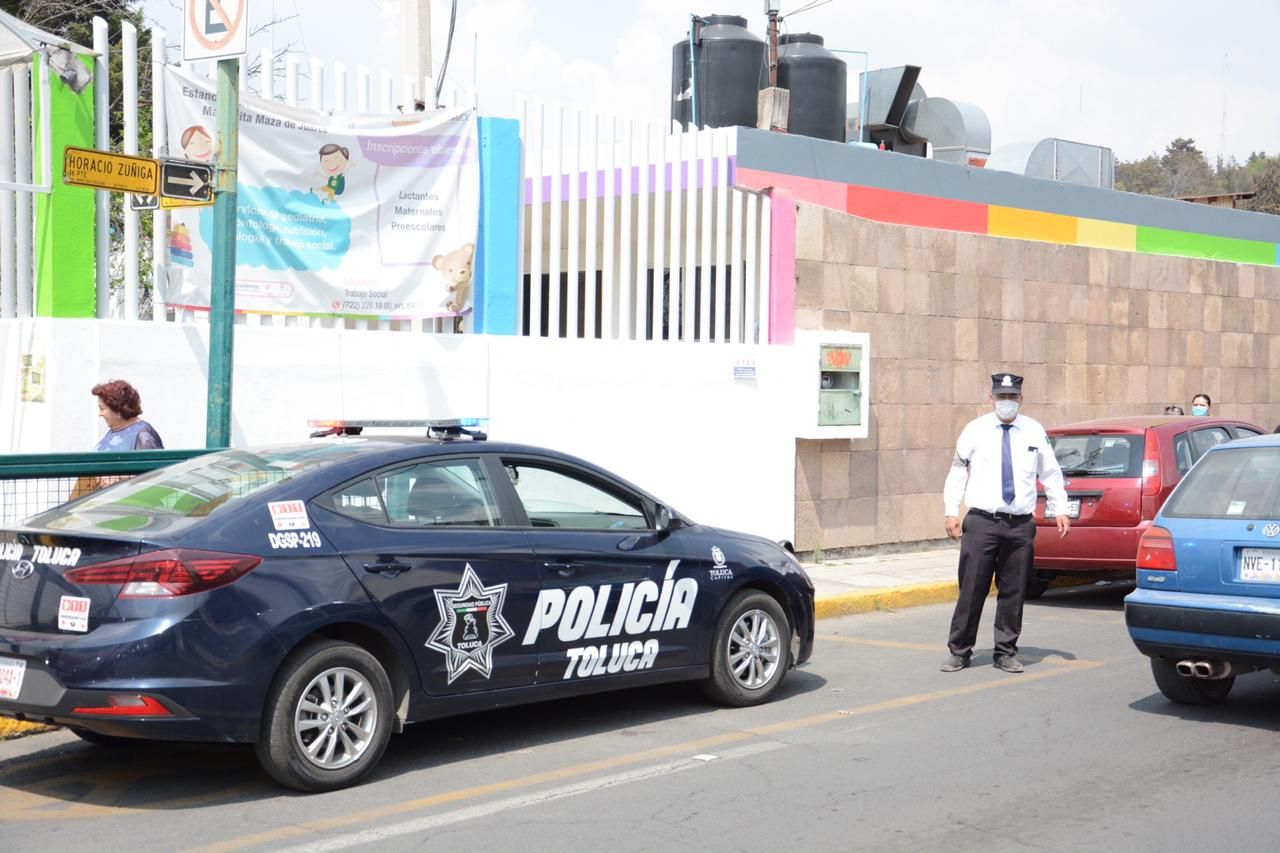 Patrullas de Toluca invitan a la población a permanecer en casa