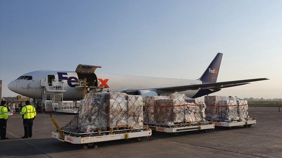 Aterriza avión con insumos médicos en Toluca