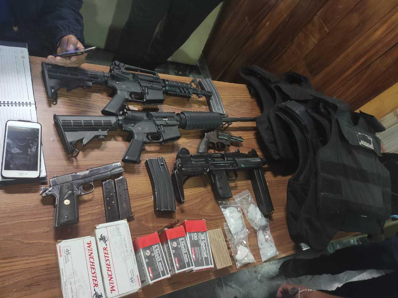 Hombre es detenido en Almoloya de Juárez con armas y drogas