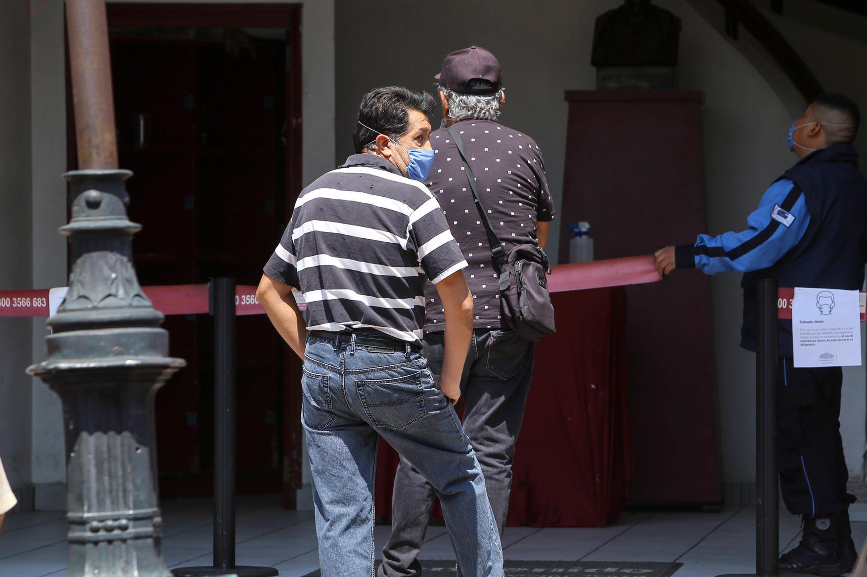Largas filas en casas de empeño en Toluca