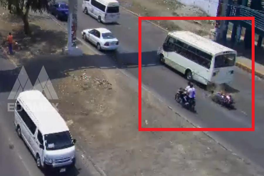 Motociclista se impacta contra microbús en EDOMÉX