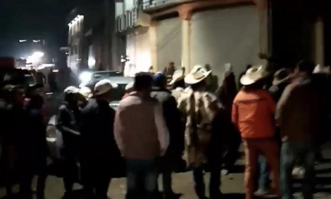 Pobladores del Edomex bloquean carreteras