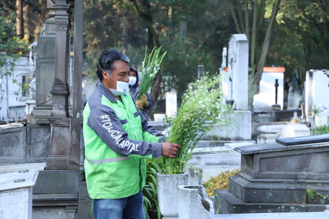 Adornarán las tumbas de los Padres en panteones delegacionales de Toluca