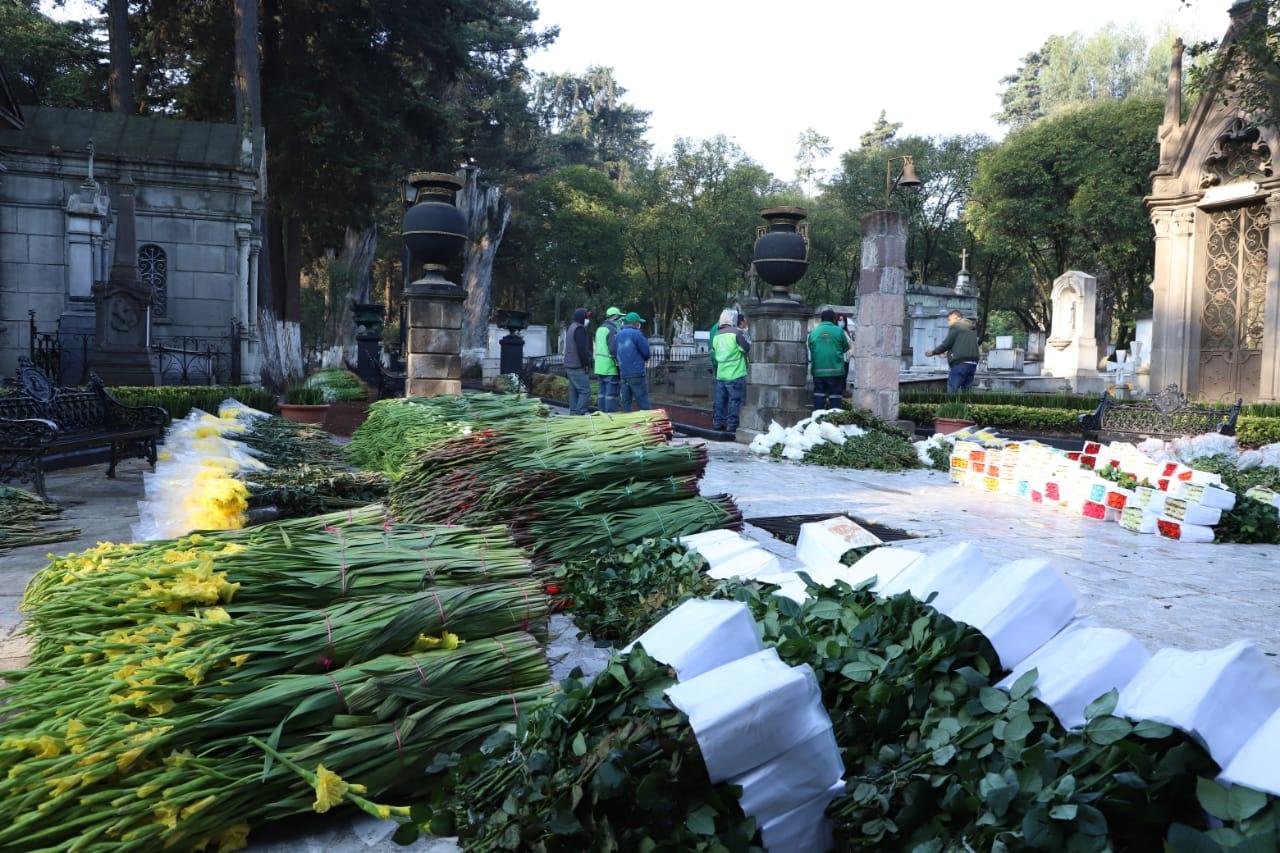 Toluca adornará todas las tumbas de los panteones delegacionales
