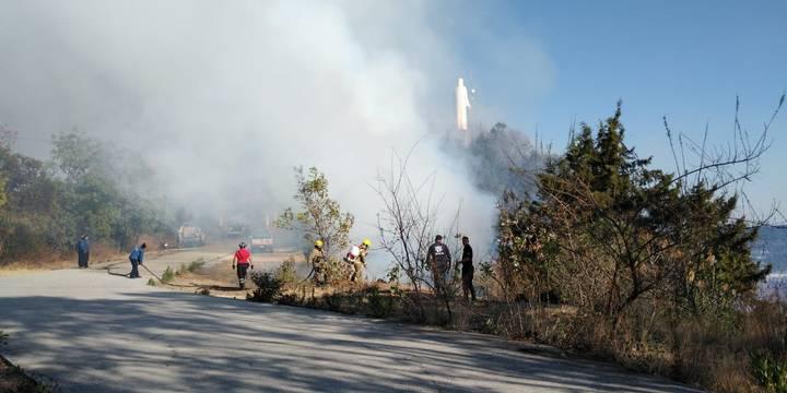 VIDEO || Fuerte incendio en el cerro del Cristo Rey, Tenancingo.