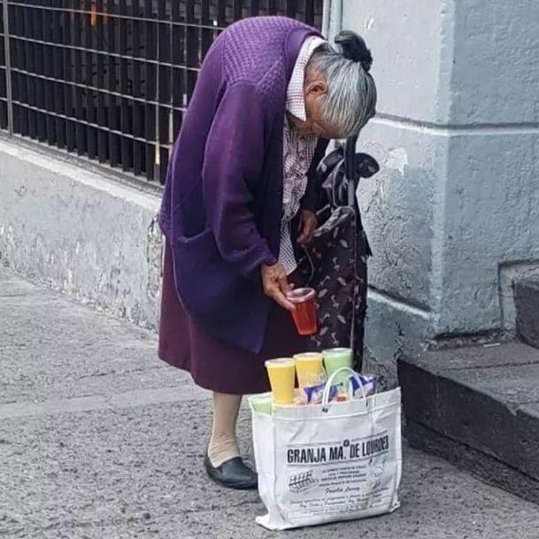 Abuelita vende gelatinas para sobrevivir esta cuarentena en Cuautitlán Izcalli