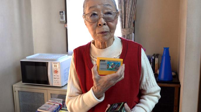 """Mujer de 90 años es la """"youtuber gamer"""" más anciana del mundo y con más de 192k suscriptores"""