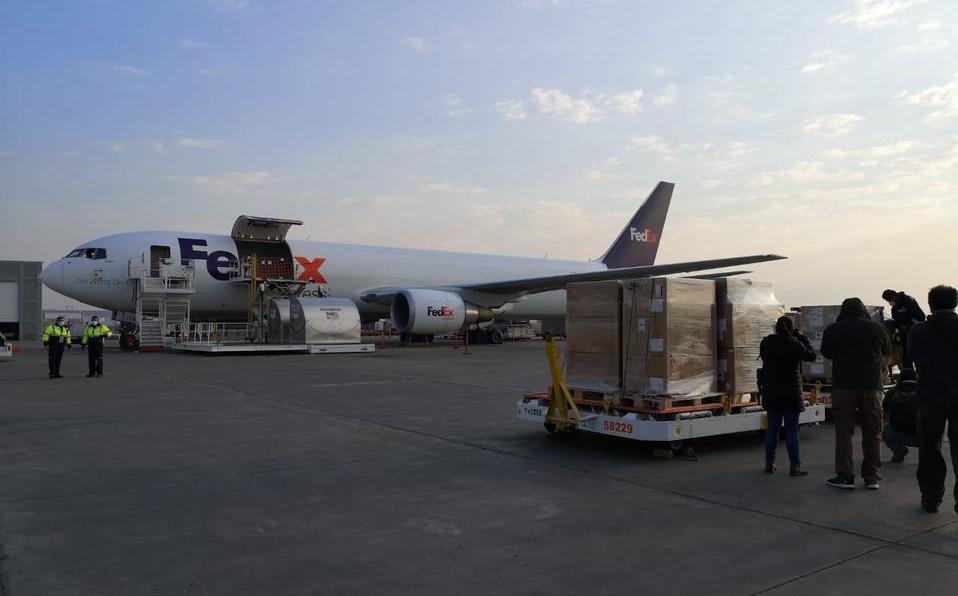 Llega a Toluca segundo avión con suministros médicos