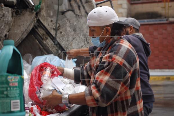 Cómo es la vida de un recolector de basura durante la pandemia