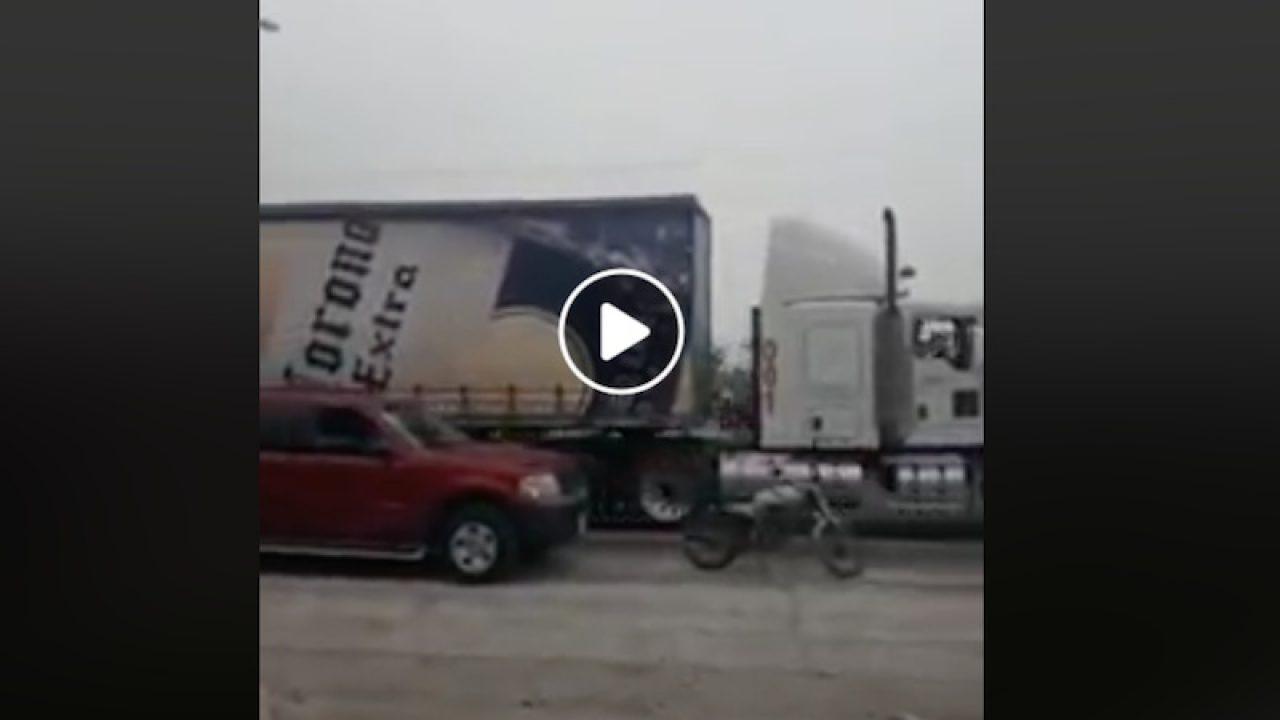 Camiones-con-cerveza-son-recibidos-con-aplausos