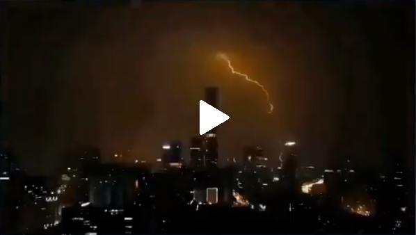 (Videos) Fenómeno natural convierte el día en noche en Beijing, China