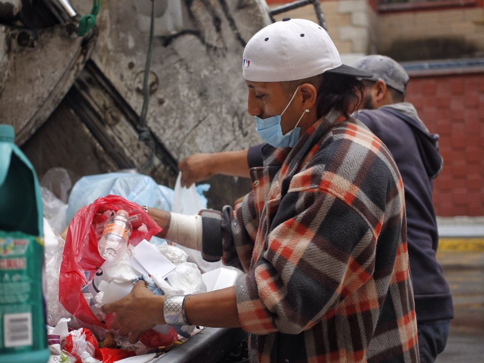 ¿Cómo viven la pandemia los recolectores de basura?
